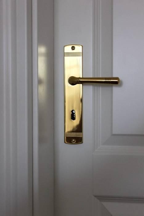 SCHOß INGENIEUR GmbH Classic style doors Solid Wood