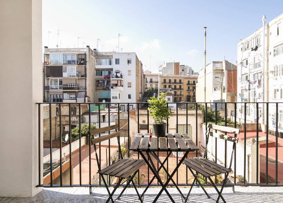 Mediterranean style balcony, veranda & terrace by Gramil Interiorismo II - Decoradores y diseñadores de interiores Mediterranean