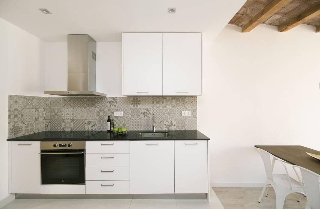 Apartamento en Poble Sec Cocinas de estilo mediterráneo de Gramil Interiorismo II - Decoradores y diseñadores de interiores Mediterráneo