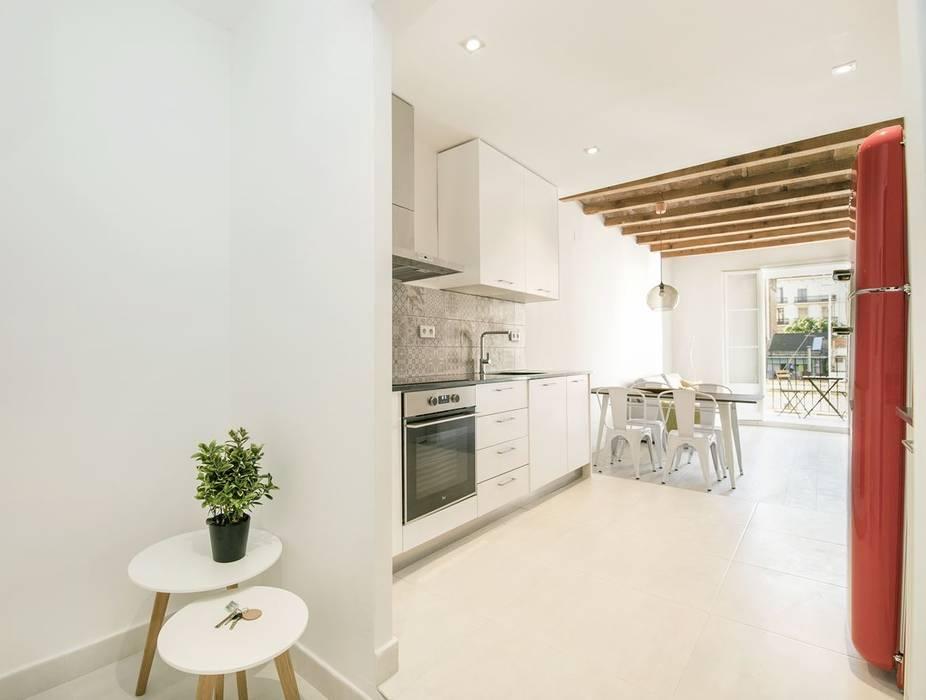 Apartamento en Poble Sec: Cocinas de estilo  de Gramil Interiorismo II - Decoradores y diseñadores de interiores , Mediterráneo