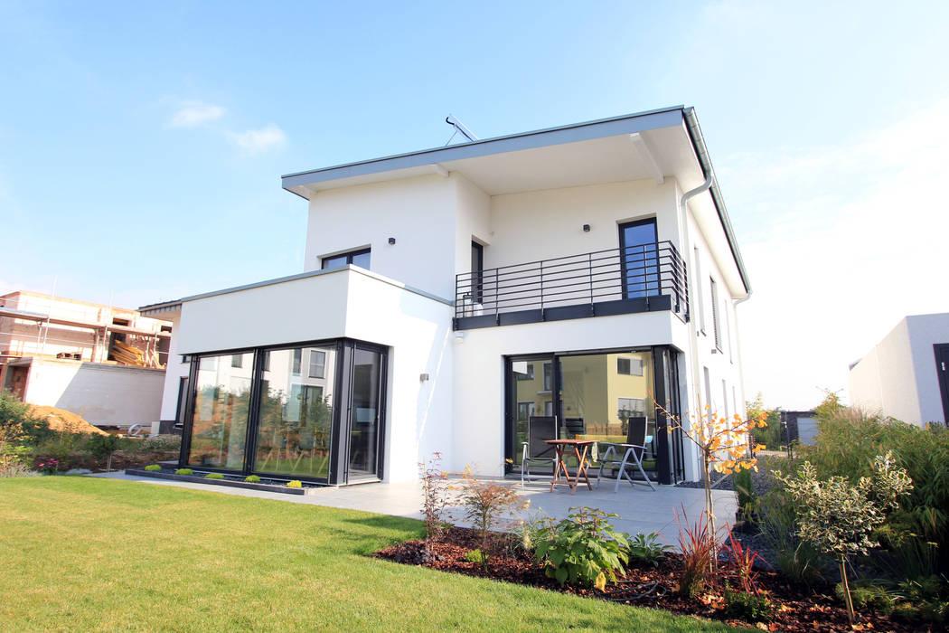 Rumah Modern Oleh STRICK Architekten + Ingenieure Modern