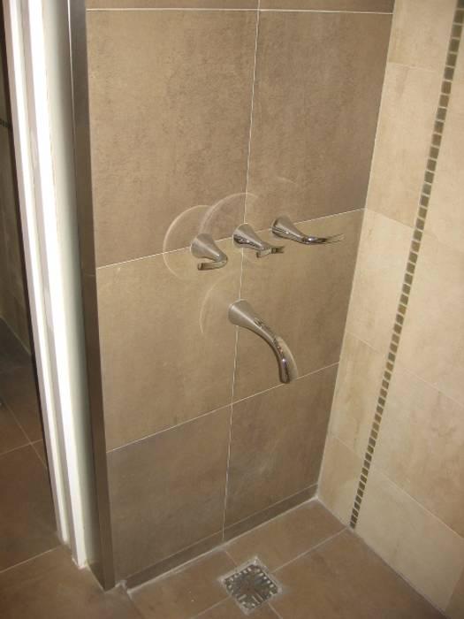 Ducha.: Baños de estilo moderno por NG Estudio