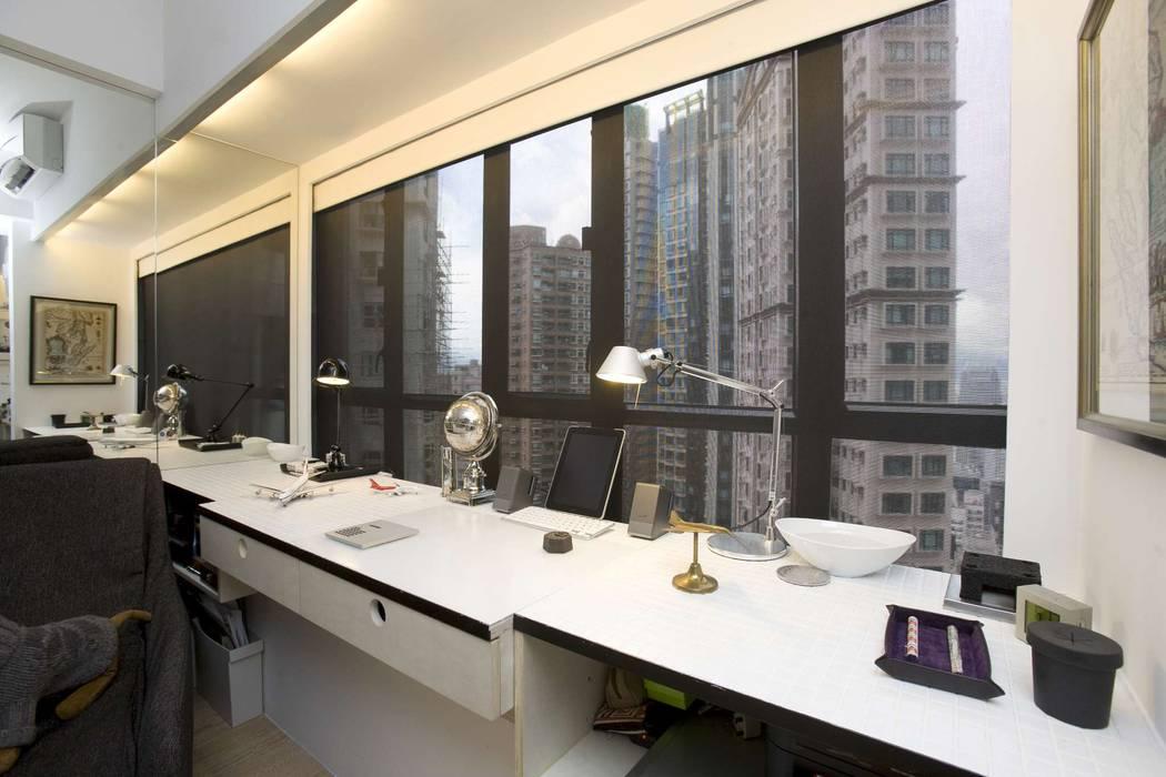 Vantage Park:  Study/office by Clifton Leung Design Workshop,
