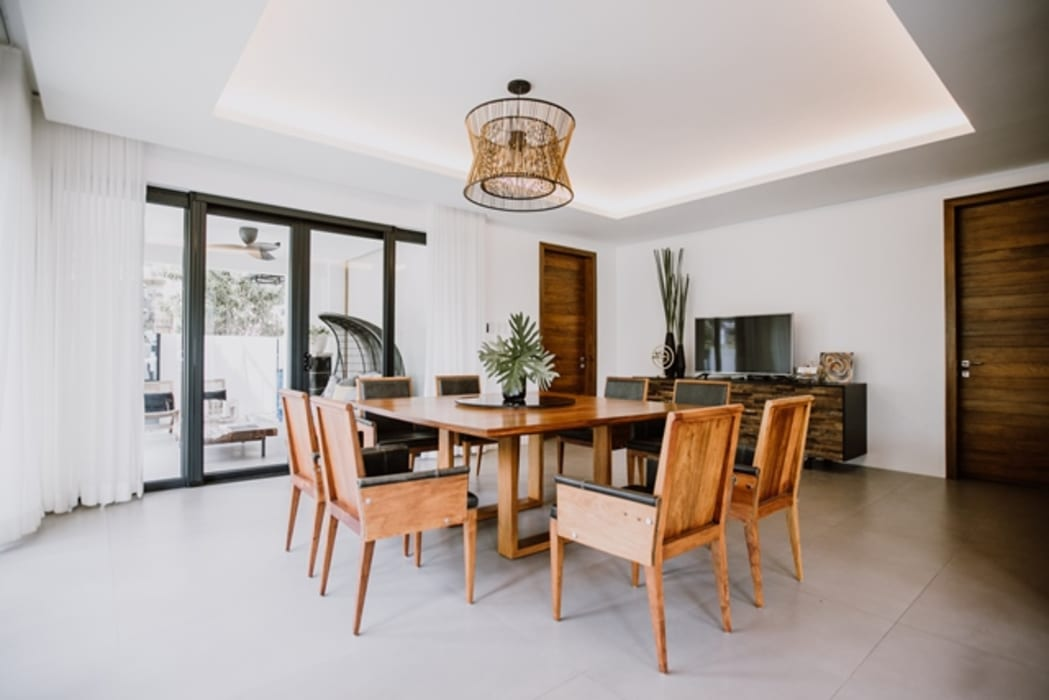 RT House Modern dining room by Living Innovations Design Unlimited, Inc. Modern
