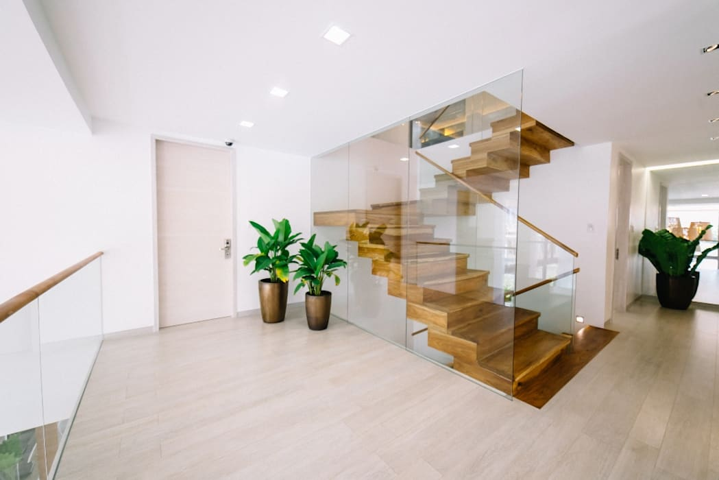 WW House:  Stairs by Living Innovations Design Unlimited, Inc., Minimalist