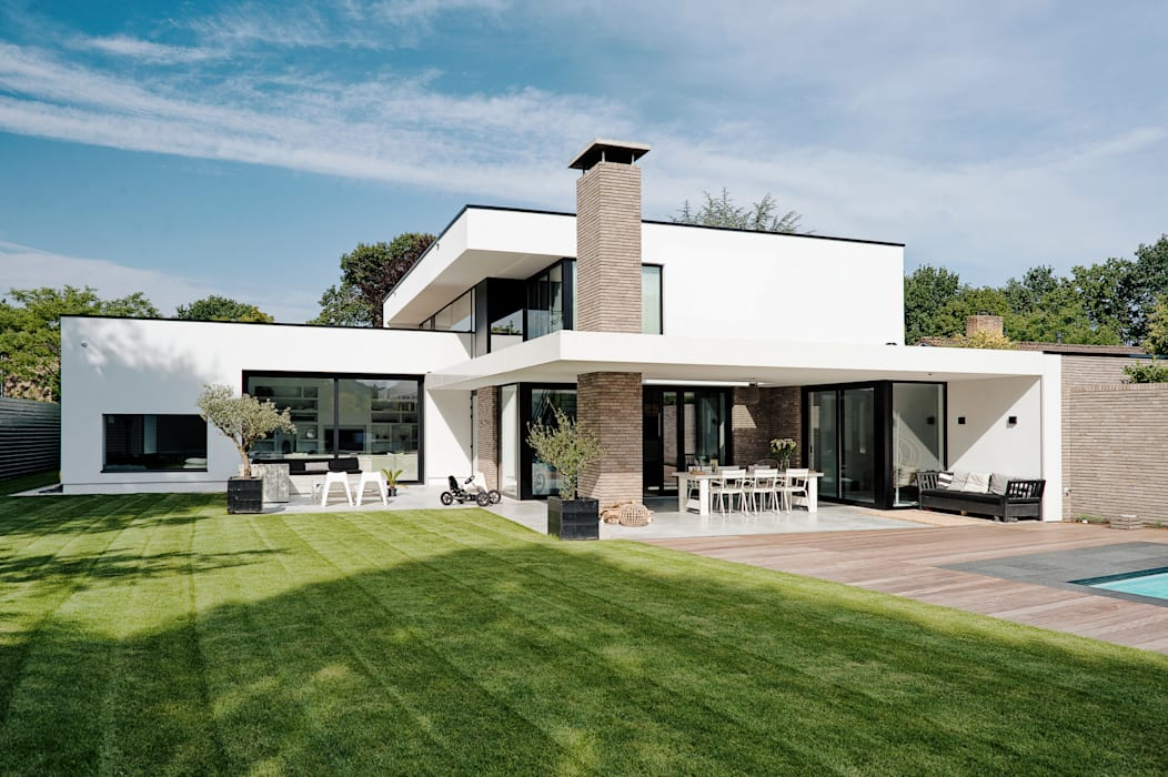 Villa door homify,