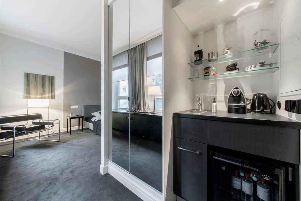 Einbauschrank und Teeküche: klassische Schlafzimmer von Ohlde Interior Design
