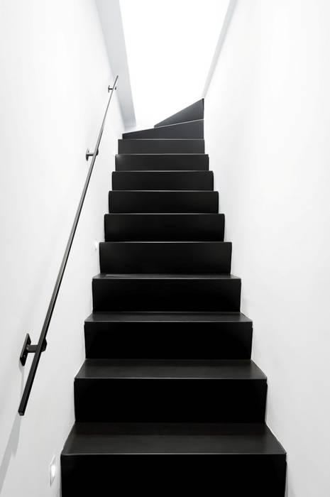 La scala interna: Scale in stile  di Paola Maré Interior Designer