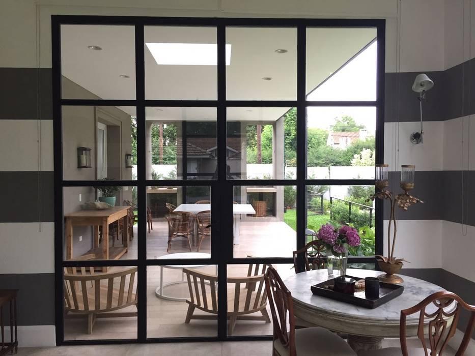 CASA TORTUGAS CC Jardines de invierno clásicos de Estudio Dillon Terzaghi Arquitectura - Pilar Clásico Hierro/Acero