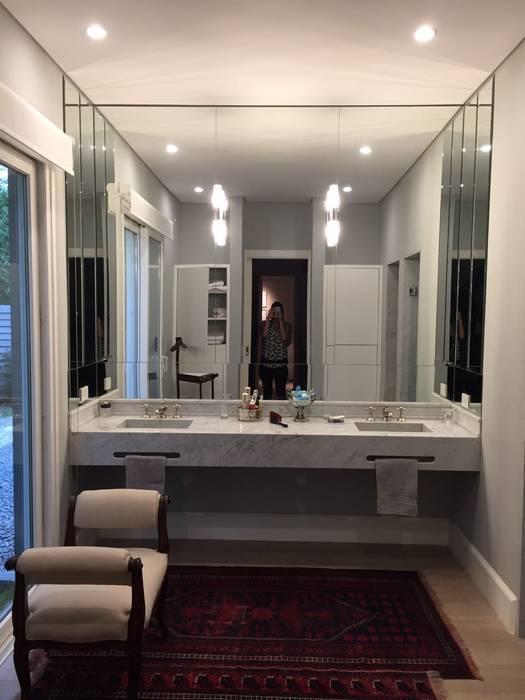 CASA EN TORTUGAS CC: Baños de estilo  por Estudio Dillon Terzaghi Arquitectura - Pilar