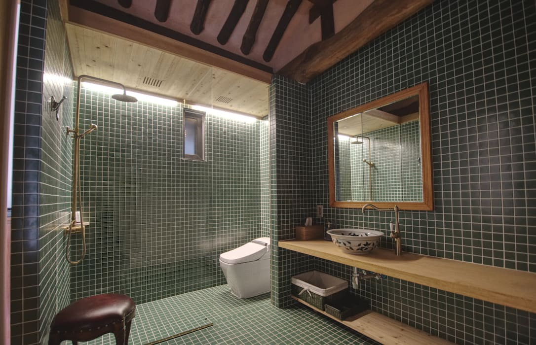 'Hyehwa1938' - korean modern traditional house 아시아스타일 욕실 by 참우리건축 한옥