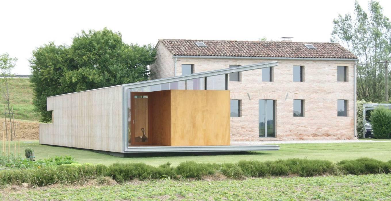 Fronte Sud: Casa di legno in stile  di Massimo Berto Architetto