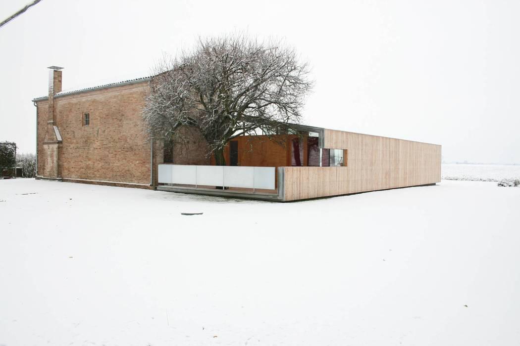 Vista Nord-Ovest: Casa di campagna in stile  di Massimo Berto Architetto
