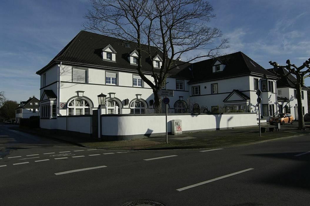 schüller.innenarchitektur Multi-Family house Bricks White
