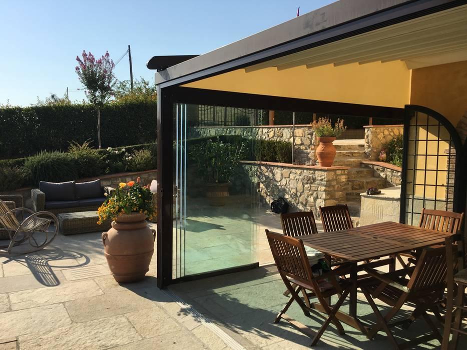 Pergola in alluminio con vetrate panoramiche giardino d for Case con vetrate