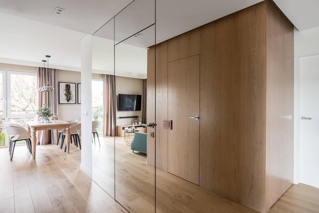 Classic corridor, hallway & stairs by Anna Serafin Architektura Wnętrz Classic