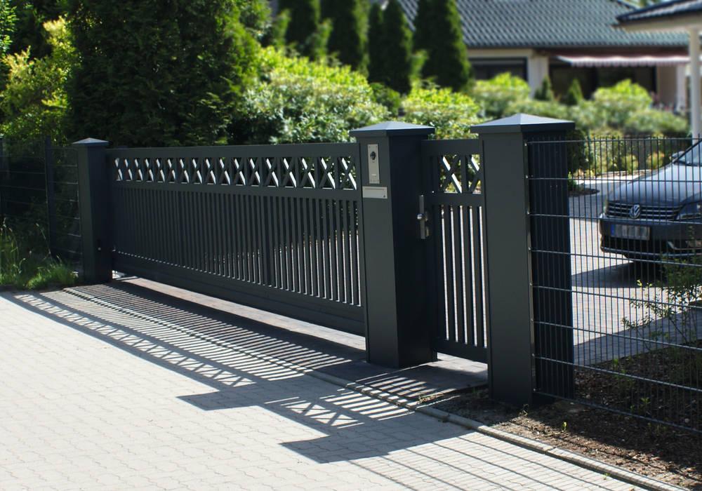 Modell Fehmarn - Schiebetoranlage aus Aluminium:  Vorgarten von Nordzaun