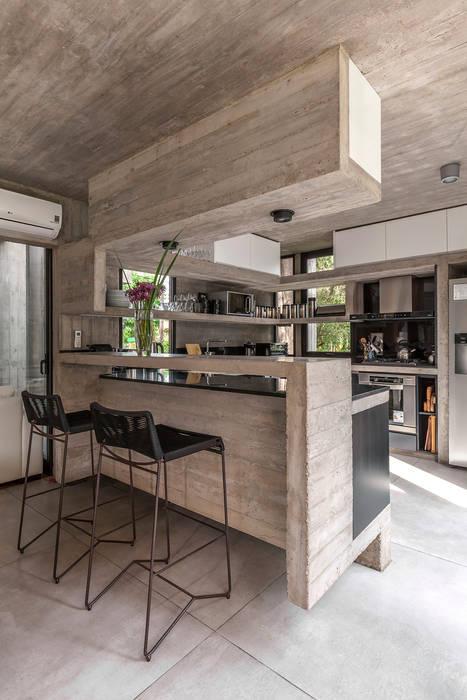 Cuisine de style  par Besonías Almeida arquitectos, Moderne Béton