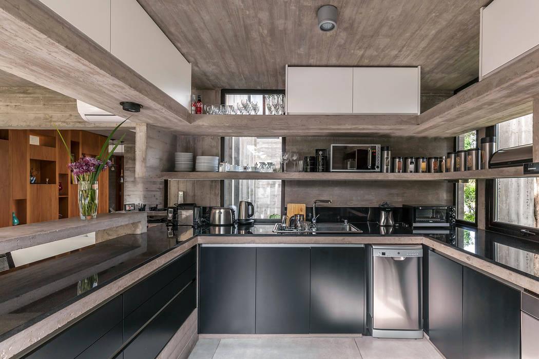 Casa Aranzazu: Cocinas de estilo  por Besonías Almeida arquitectos
