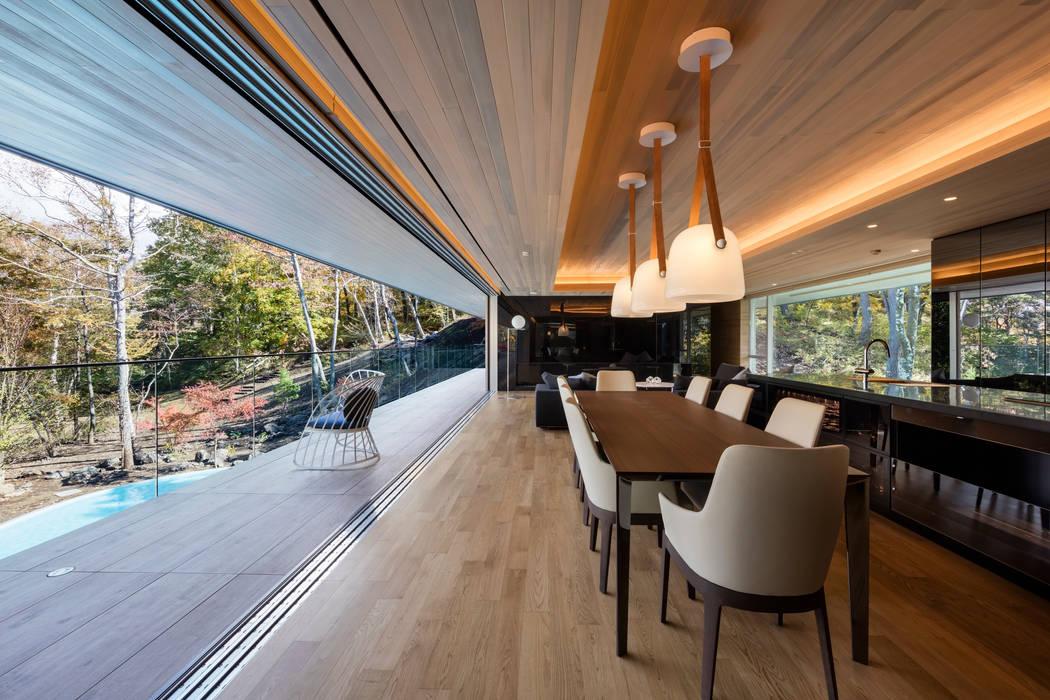 Modern living room by Mアーキテクツ|高級邸宅 豪邸 注文住宅 別荘建築 LUXURY HOUSES | M-architects Modern Concrete
