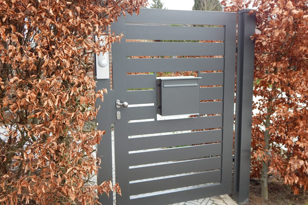 Modell Föhr - Einflügeliges Drehtor aus Aluminium:  Vorgarten von Nordzaun,Modern Aluminium/Zink