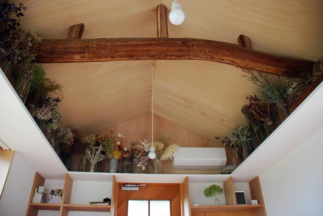 Ruang Studi/Kantor Modern Oleh 丸菱建築計画事務所 MALUBISHI ARCHITECTS Modern Kayu Wood effect