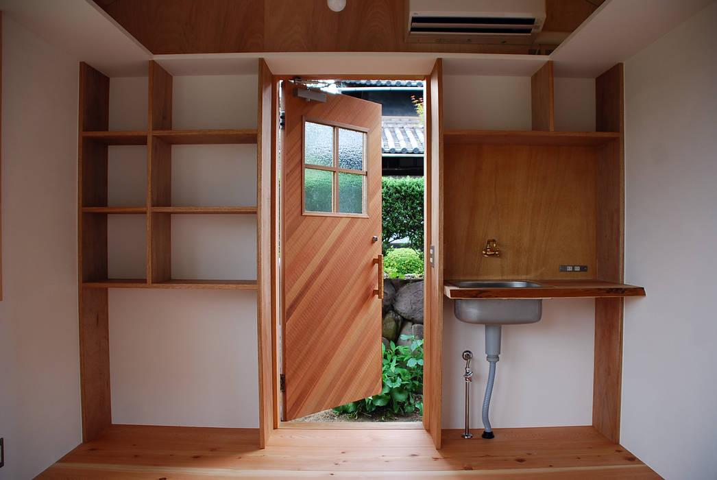 児島の小さなアトリエ Tiny atelier の 丸菱建築計画事務所 MALUBISHI ARCHITECTS モダン 木 木目調