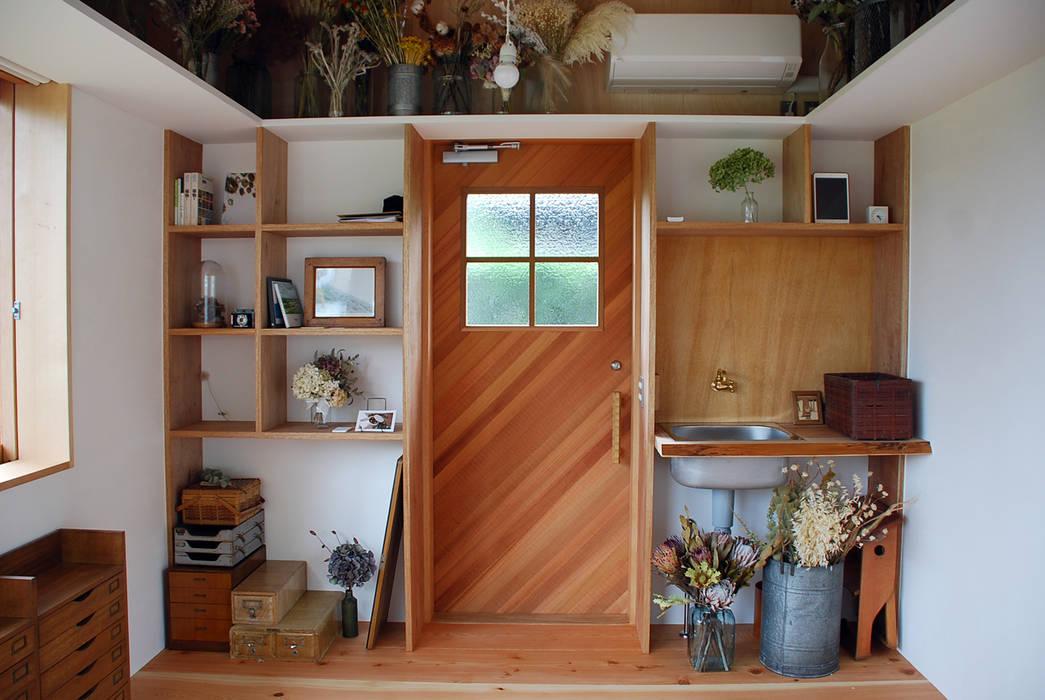 Pintu oleh 丸菱建築計画事務所 MALUBISHI ARCHITECTS, Modern Kayu Wood effect