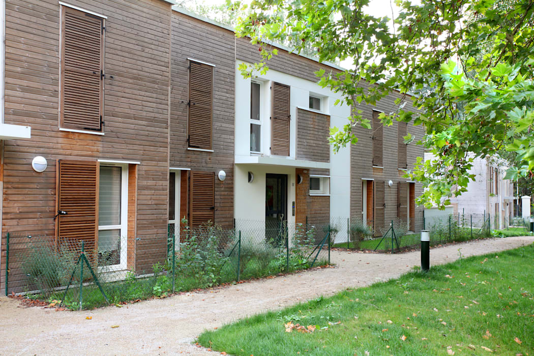 Casas multifamiliares de estilo  por EC-BOIS