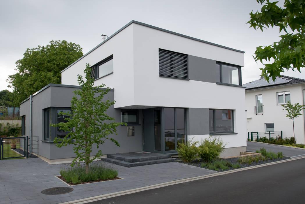 Sicht von der Straße:  Einfamilienhaus von Grotegut Architekten