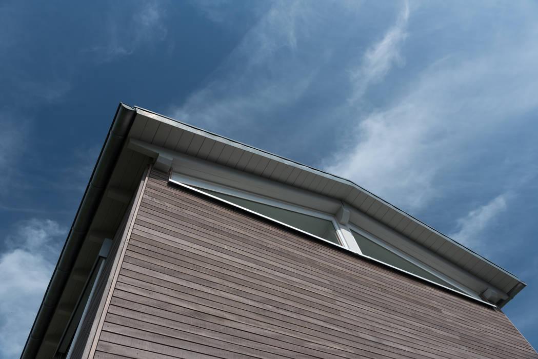 Holzfassade:  Einfamilienhaus von Grotegut Architekten