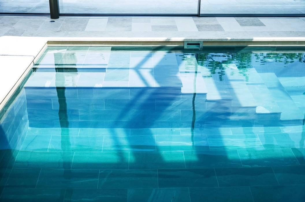 Pool, Pool Haus, Fassaden und Aussenanlage:  Pool von Ecologic City Garden - Paul Marie Creation,