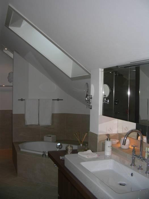 Renovation penthouse: klassische badezimmer von adriano@kraenzlin ...