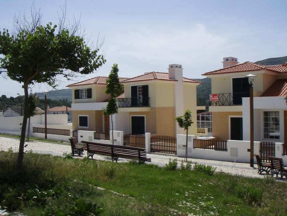 Moradias em Vila de Rei, Bucelas por Pedro de Almeida Carvalho, Arquitecto, Lda Moderno Betão armado