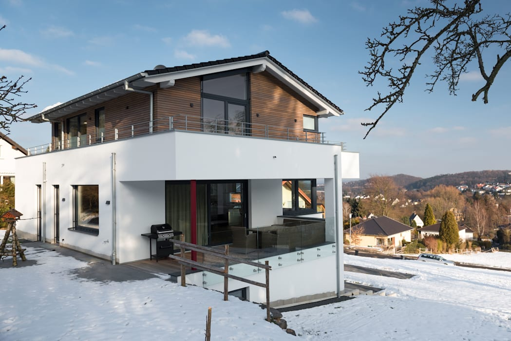 Aussicht ins Tal:  Einfamilienhaus von Grotegut Architekten