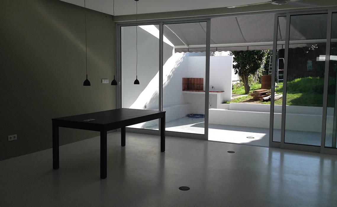 Comedores de estilo moderno de Triplinfinito arquitetura, design e vídeo Lda Moderno