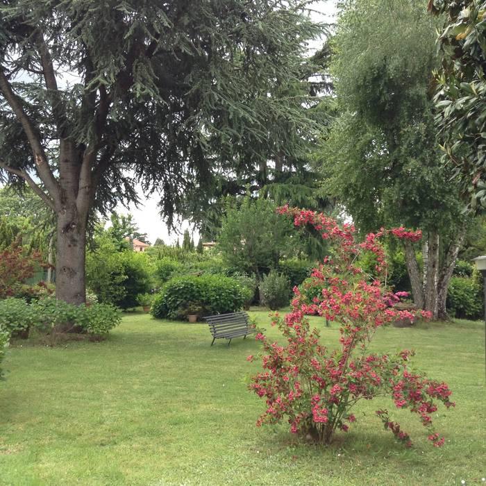 Giardino di collina Giardino classico di Au dehors Studio. Architettura del Paesaggio Classico
