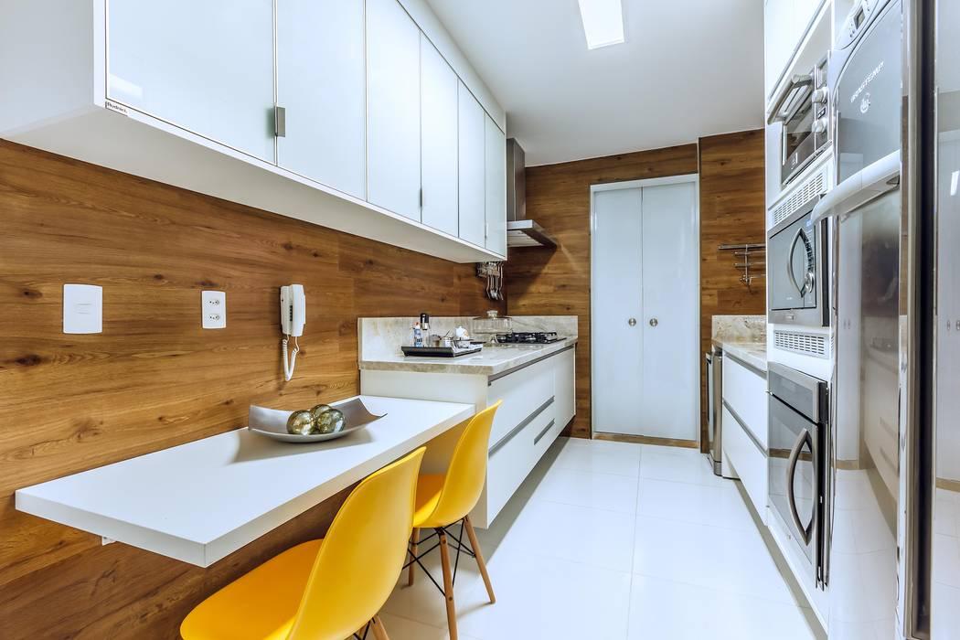 Apartamento Orquidea: Cozinhas  por DUE Projetos e Design