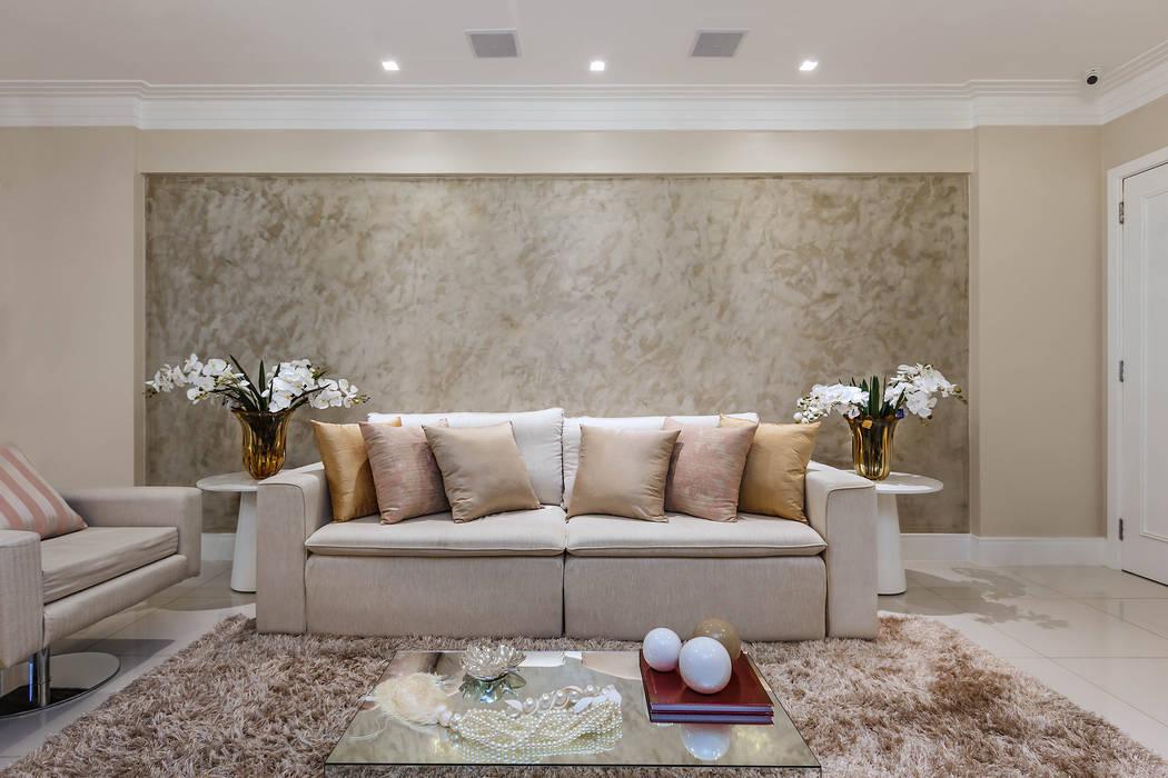 Living room by DUE Projetos e Design,
