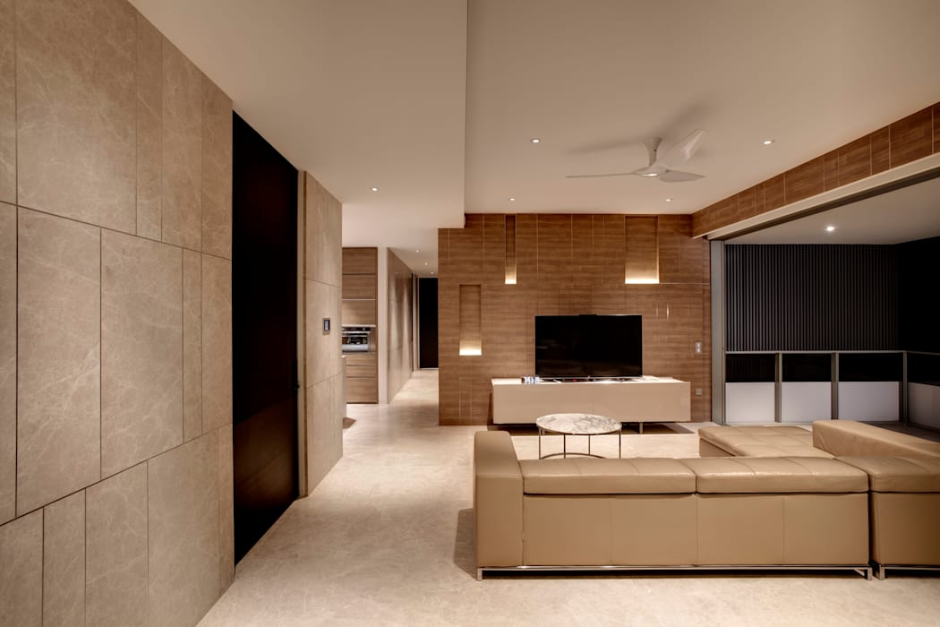 Vertical and Horizontal Feature Wall Apartment at Leedon Residence Modern living room by Lim Ai Tiong (LATO) Architects Modern