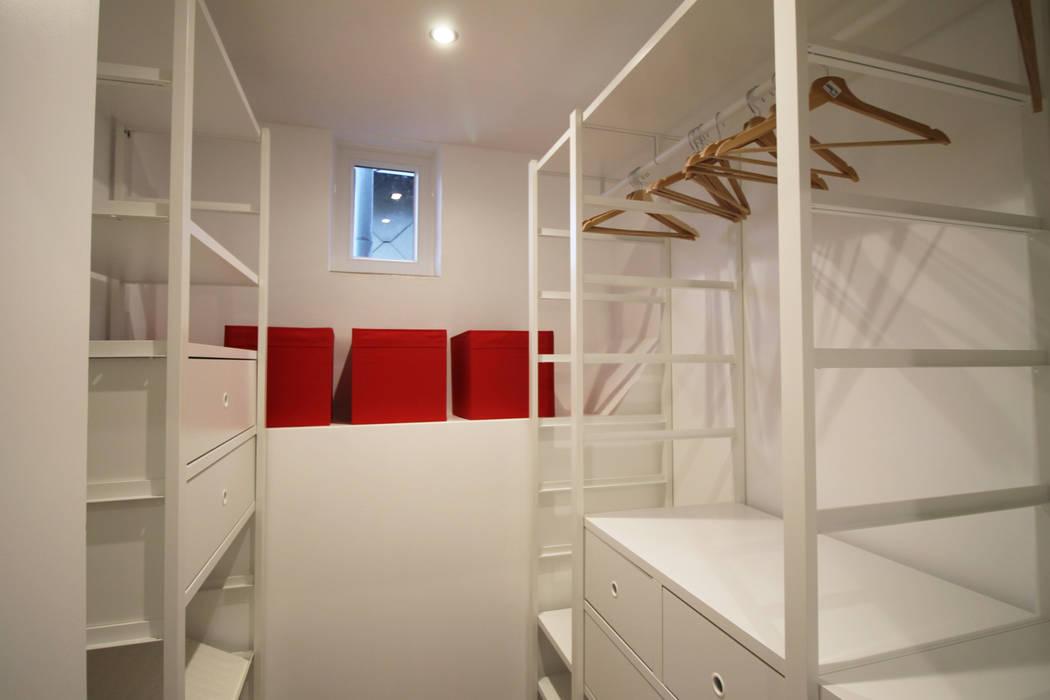 chambre de bonne a strasbourg dressing de style de style moderne par agence adi home homify. Black Bedroom Furniture Sets. Home Design Ideas