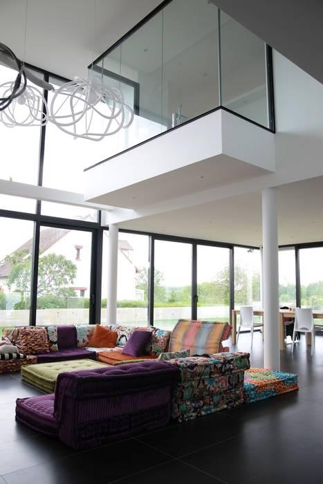 EC-Bois | Villa Carré | Bussy-Saint-Georges: Salon de style  par EC-BOIS