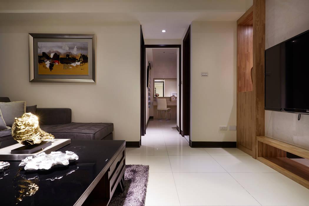 形塑精緻而華麗的美學品味:  走廊 & 玄關 by 雅和室內設計