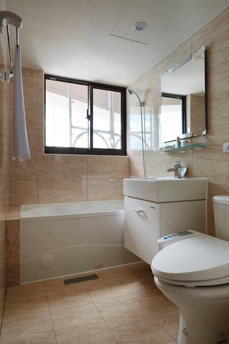 採光通風:  浴室 by 雅和室內設計