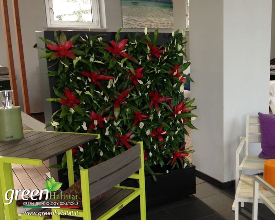 DIVISORIO PARETE VERDE: Sala da pranzo in stile in stile Minimalista di Green Habitat s.r.l.