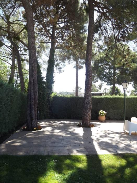 Terraza hormigón impreso Jardines de estilo moderno de Almudena Madrid Interiorismo, diseño y decoración de interiores Moderno Hormigón
