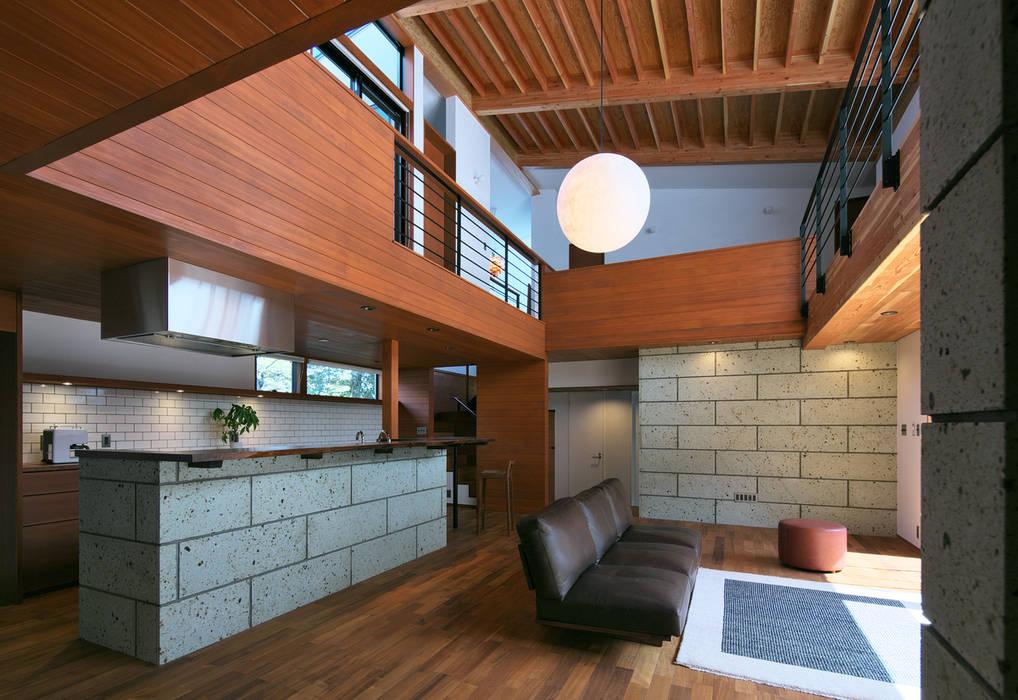 Salon moderne par かんばら設計室 Moderne Pierre