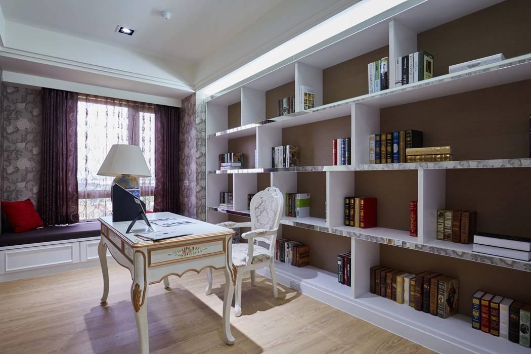 書房延續了公領域的古典元素:  飯店 by 雅和室內設計
