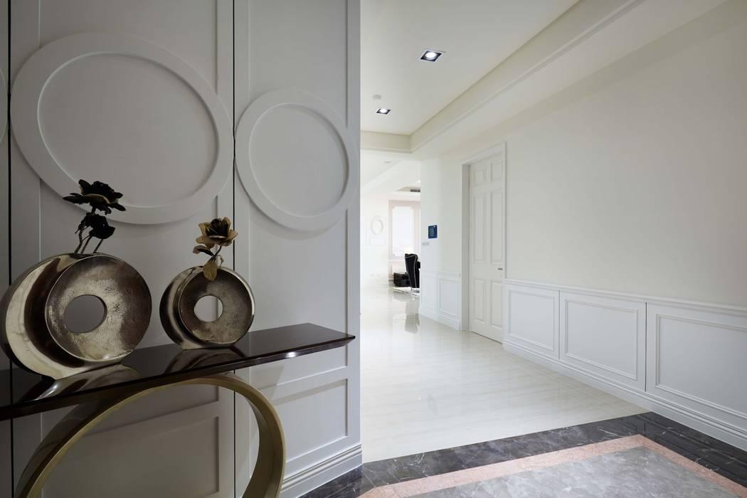 玄關入口地坪採用深色大理石 根據 雅和室內設計 古典風