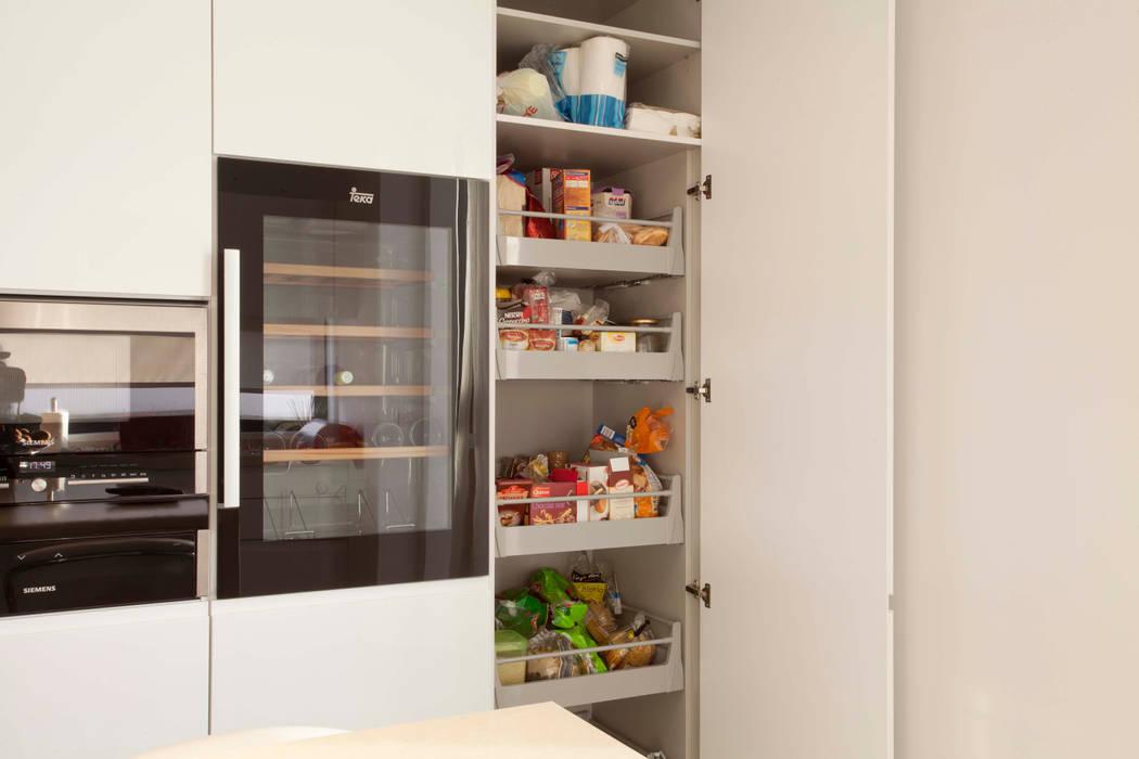 Bidoeira 01: Cozinhas  por Eficema, móveis lda,Moderno